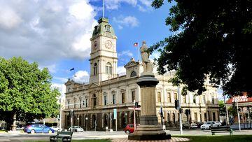 Hundreds of Victorians line up for testing in Ballarat amid lockdown