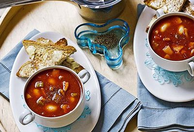 Tomato, bean and bacon soup