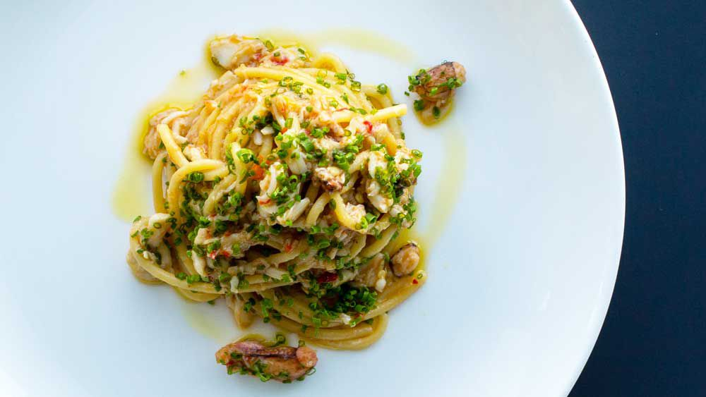 Spaghetti with spanner crab, garlic, chilli, parsley and lemon (spaghetti aglio e olio)