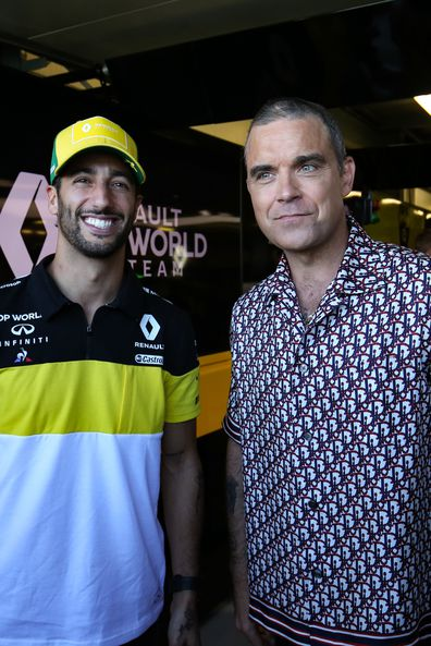 Daniel Ricciardo Renault F1 Team with Robbie Williams (GBR) Singer. 12.03.2020. Formula 1 World Championship, Rd 1, Australian Grand Prix, Albert Park, Melbourne, Australia, Preparation Day.