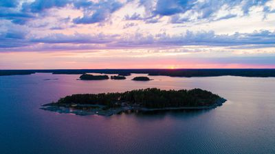 SuperShe Island, Finland