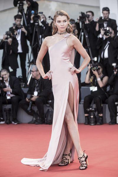 Stella Maxwell in a Twinset dress and Salvatore Ferragamo shoesat the Venice Film Festival, 2017.