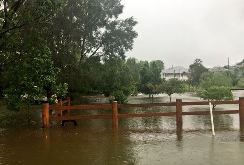 Flooded front yards at Dungog this morning. (9NEWS)