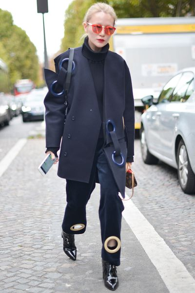 <strong>Jacquemus</strong>' large round eyelets