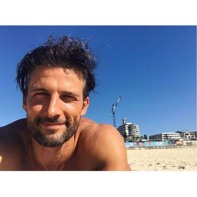 Ex-<em>Bachelor </em>Tim Robards did the early yoga/beach lie-down in Bondi