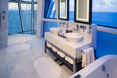 <strong>Celebrity Cruises - Reflection Suite bathroom</strong>