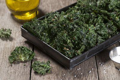 Kale chips (60 calories)