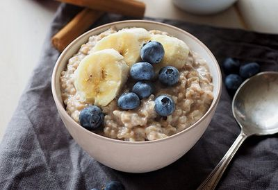 Blueberry brown rice porridge