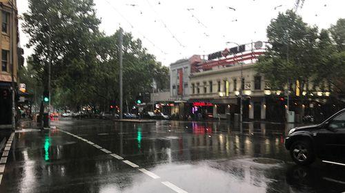Melbourne's gloomy CBD this morning. (9NEWS)