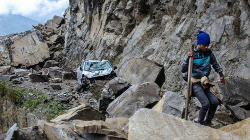 'Boulders size of vans' hit Nepal village after quake