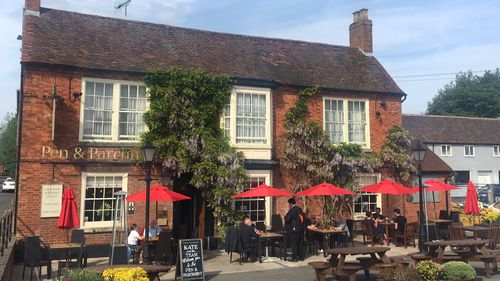 In Stratford, Shakespeare's birthplace, everyone is raving about the Royal Wedding. (9NEWS)