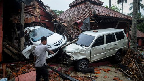 Disaster agency spokesman Sutopo Purwo Nugroho said 373 deaths had been confirmed and at least 843 people were injured.