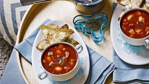 Tomato, bean & bacon soup
