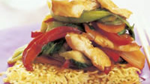 Chicken stir-fry on noodle cakes