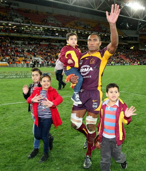 Petero Civoniceva with his family waves to the crowd after the Brisbane Broncos v Penrith Panthers at Brisbane in 2012. (AAP)