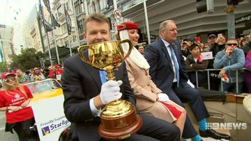 Thousands flock to 2016 Melbourne Cup parade to salute trainers and jockeys