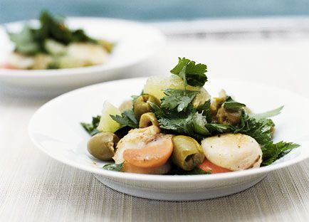 Barbecued scallops with salad of parsley and picholine olives