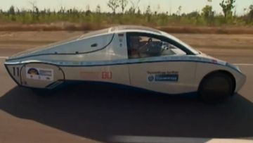 Cars cruise into Darwin ahead of World Solar Challenge