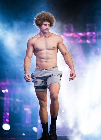 NRL superstar Eloni Vunakece taking on the 2019 Australian Ninja Warrior course