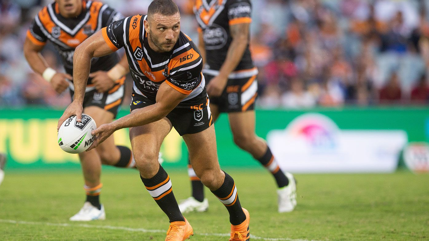 Robbie Fara stars for Tigers