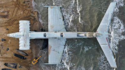 Hybrid machine skimmed over water