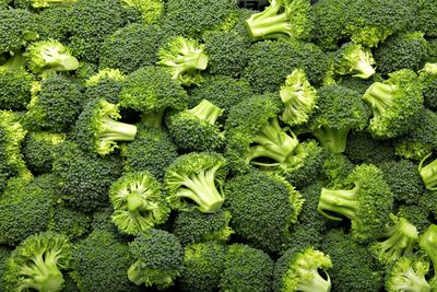 Cup of cooked broccoli (156g): 5.1g fibre