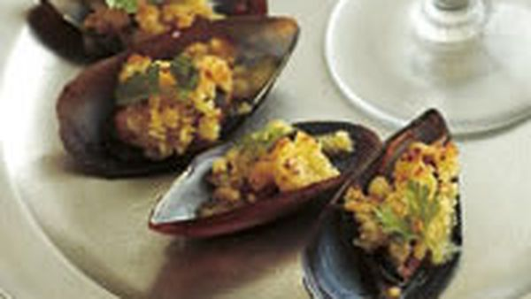 Mussels with garlic crumbs