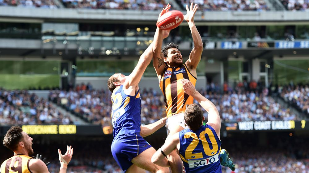 Hawthorn's Cyril Rioli takes a mark during the 2015 grand final. (AAP)