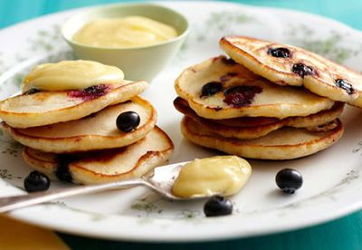 Blueberry pikelets with citrus curd