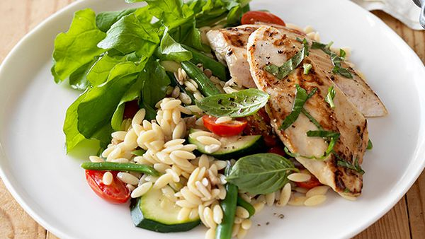 Weight Watchers' basil chicken with tomatoes and zucchini risoni