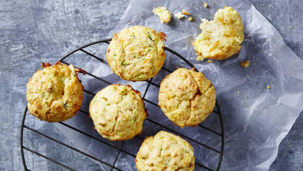 Cheesy garlic bread muffins
