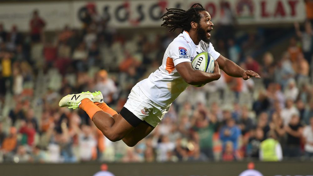 Sergeal Petersen dives over for a Cheetahs' try. (Getty)