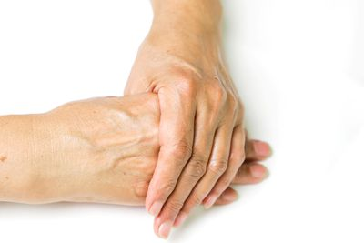Cracking your knuckles causes arthritis