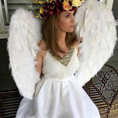 "<a href=""https://www.flowercrownsbysasharose.com/"" target=""_blank"">Flower crowns POA by Sasha Rose</a>"