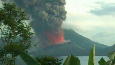 Smoke and ash from Mt Tavurvur has billowed from the volcano as it roared into life. (Photo: Philip Onaga)