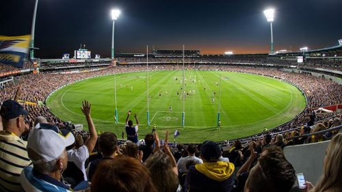 A general view of the round 6 AFL match between the West Coast Eagles and the Fremantle Dockers at Domain Stadium, Perth on April 29, 2017. (AAP)