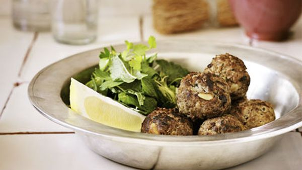 Kefta with garlic yoghurt sauce