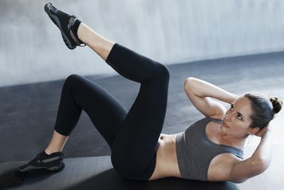 <strong>Bicycle crunches (30 seconds)</strong>