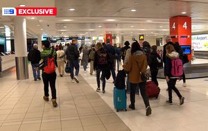 Coronavirus: Dozens of Melbourne passengers allowed to leave Sydney Airport without health tests