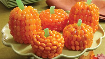 "Recipe:&nbsp;<a href=""http://kitchen.nine.com.au/2016/10/30/21/55/jelly-belly-pumpkin-patch-cupcakes"" target=""_top"">Jelly Belly pumpkins</a>"