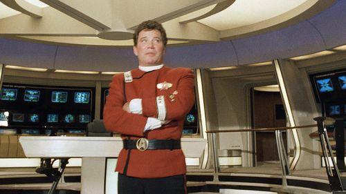 "William Shatner przebrany za kapitana Jamesa T. Kirka w ""Star Trek V: Ostateczna Granica."""