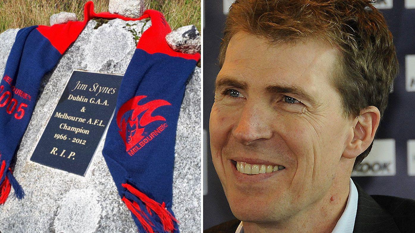 Melbourne fan makes trek to Jim Styles' headstone in Ireland ahead of preliminary final