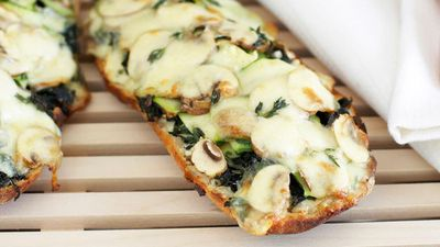 "<a href=""http://kitchen.nine.com.au/2016/05/17/20/37/mushroom-and-zucchini-pizza"" target=""_top"">Mushroom and zucchini pizza</a>"