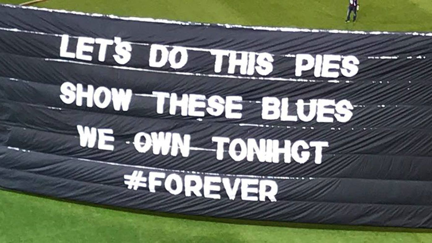 Collingwood's banner fail amuses AFL fans in Blues match
