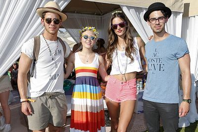 Brotherly love: Nick and Joe pose with <i>Carrie Diaries</i> star AnnaSophia & Victoria's Secret model Alessandra.