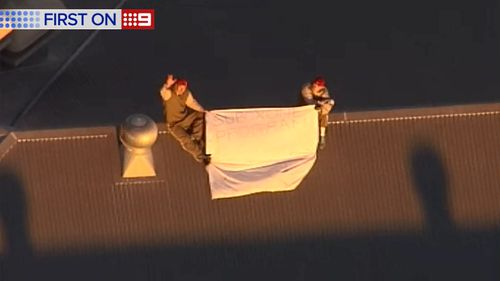 Prisoners on the roof of the Woodford Correctional Centre. (9NEWS)
