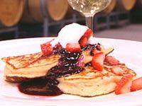 Strawberry hotcakes with blueberry sauce