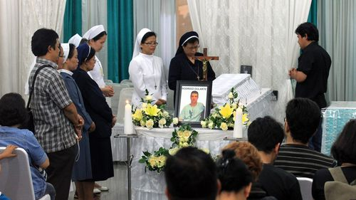 An Indonesian clergyman, nuns and mourners pray in front of Brazilian Rodrigo Gularte's coffin at Saint Carolus funeral Home in Jakarta, Indonesia. (AAP)