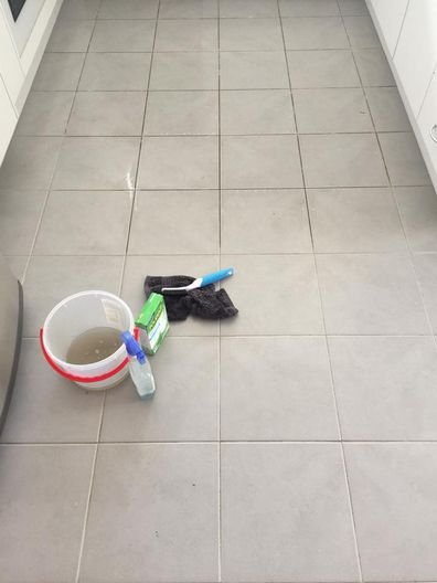 One Mum shared a picture during the cleaning process to show how immediate and effective Polident was. (Facebook)