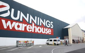 Bunnings, Kmart to pay Melbourne employees full wages during lockdown